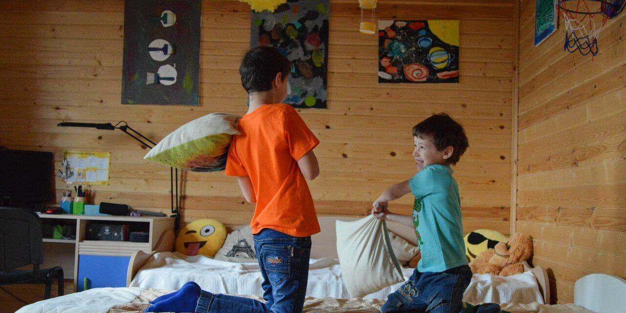 Egy szobában két gyerek