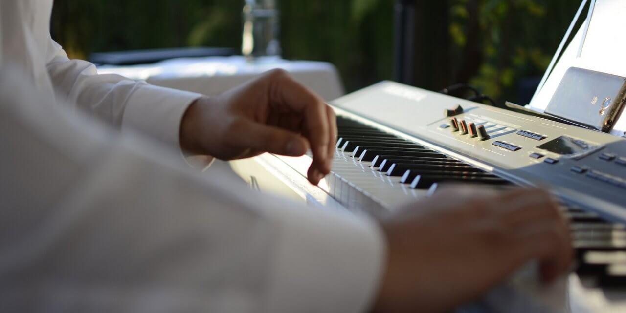Esküvői zenész
