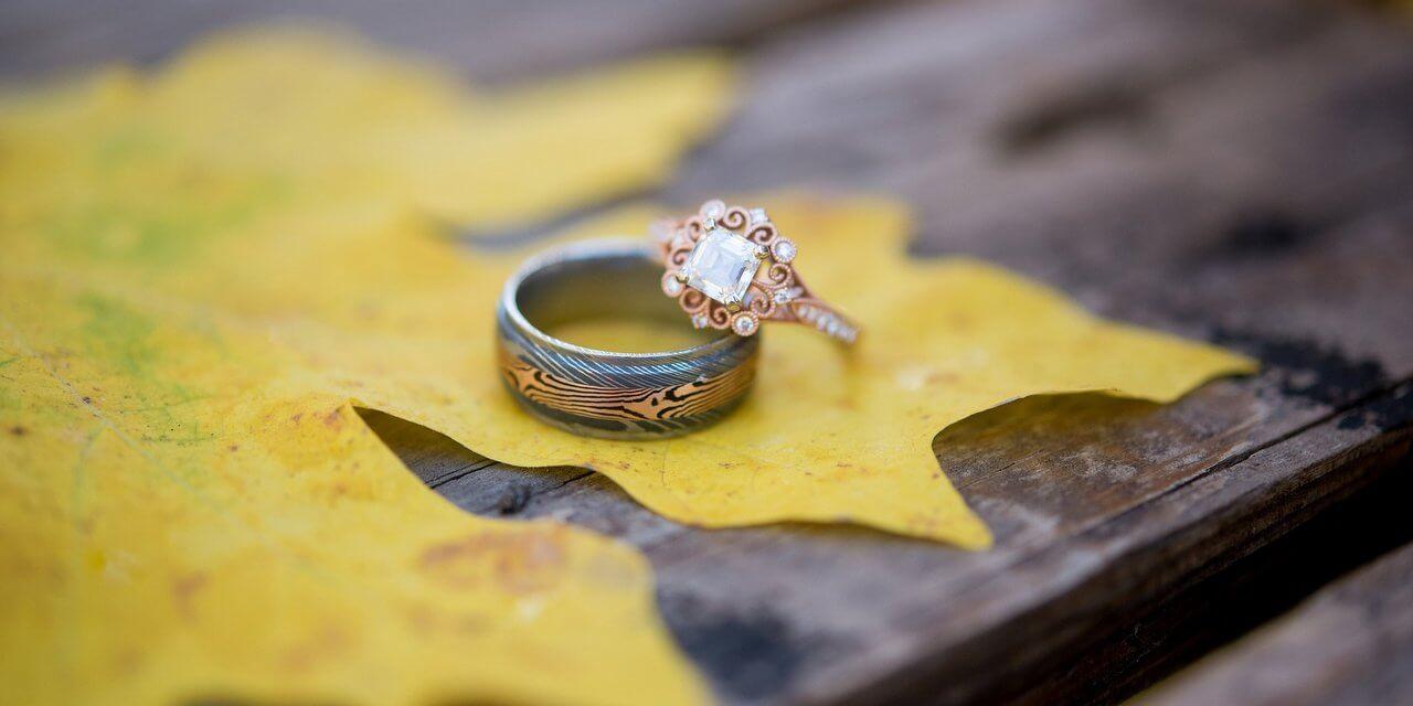 Gyűrű típusok jegygyűrű karikagyűrű